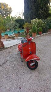 Vespa rouge 2